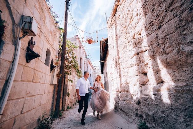 Huwelijkssessie in cappadocië, turkije Premium Foto