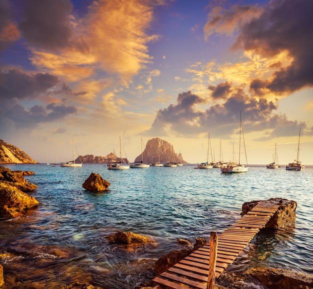 Ibiza cala d hort met es vedra eilandje zonsondergang Premium Foto