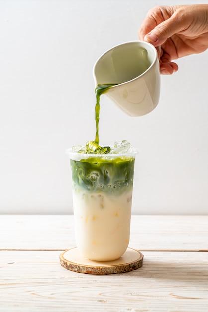 Iced matcha latte groene thee Premium Foto