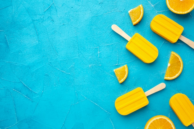 Ijs met kopie-ruimte met sinaasappelsmaak Premium Foto