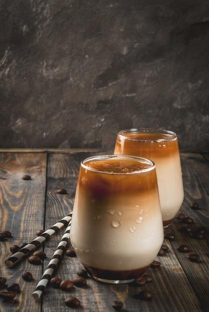 Ijskoffie met karamel Premium Foto