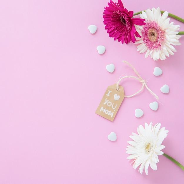Ik hou van je moeder inscriptie met gerbera bloemen Gratis Foto