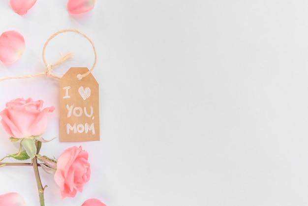 Ik hou van je moeder inscriptie met roze rozen Gratis Foto