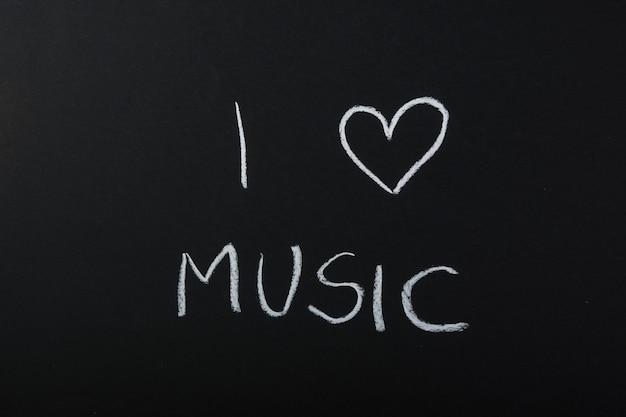 Ik hou van muziek tekst geschreven met krijt op blackboard Gratis Foto