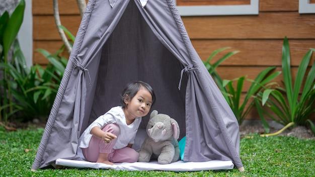 Ik tijd in een tent Premium Foto