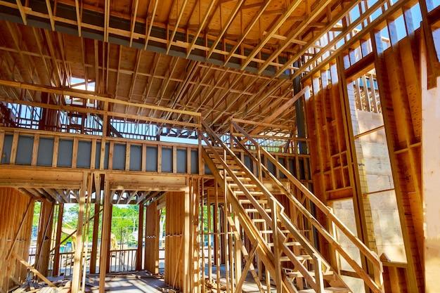 In aanbouw huis framing binnenaanzicht van een huis Premium Foto