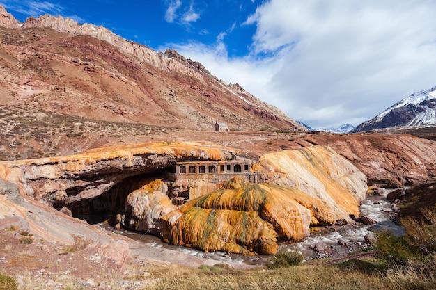 Inca's bridge in de buurt van mendoza Premium Foto