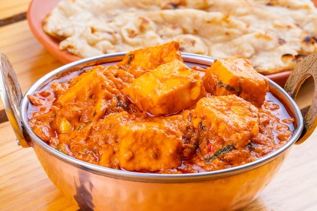 Indian delicious spicy cuisine paneer toofani geserveerd met tandoori roti Premium Foto