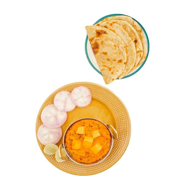 Indiase populaire keuken kaasboter masala geserveerd met tandoori roti Premium Foto
