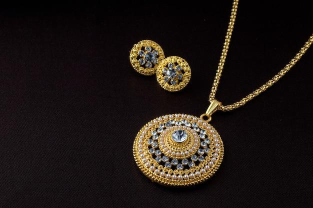 Indiase traditionele sieraden Premium Foto