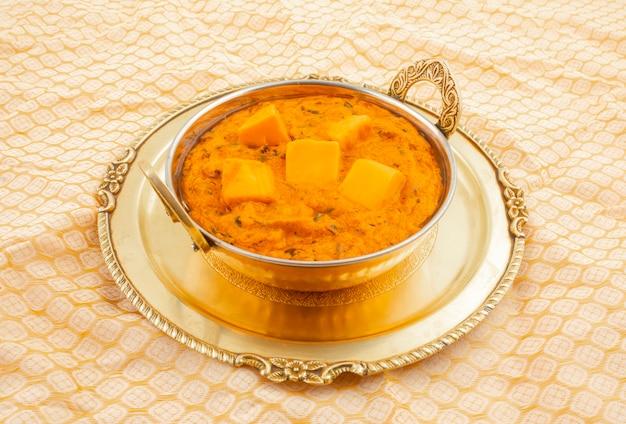 Indische populaire vegetarische keuken kaasboter masala Premium Foto
