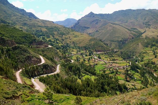 Indrukwekkende luchtfoto van de heilige vallei van de inca's Premium Foto