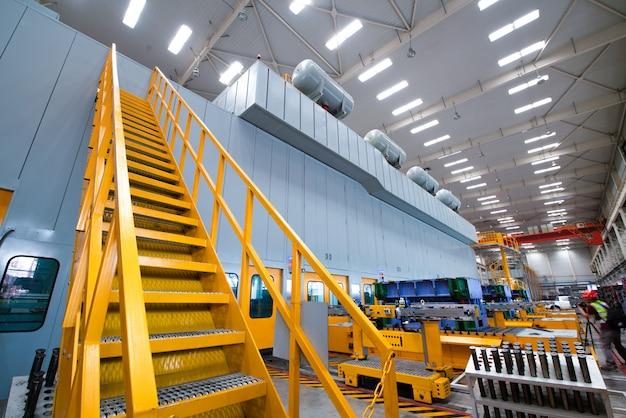 Industriële trap die naar de toren gaat Premium Foto