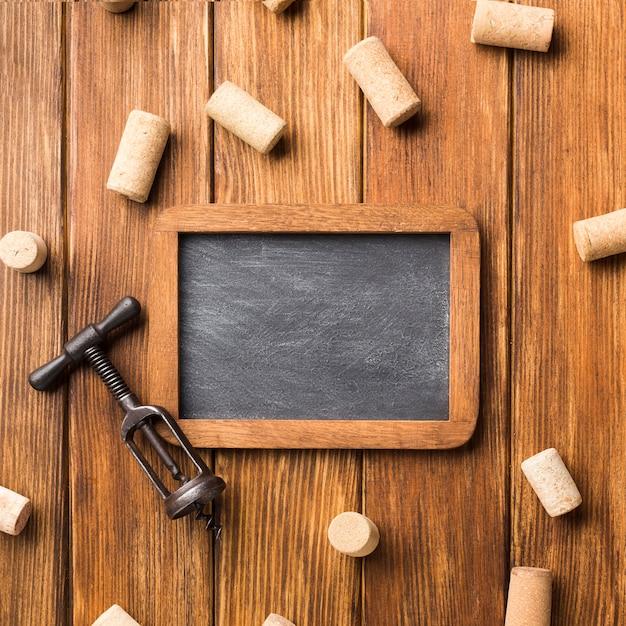 Ingelijst schoolbord met wijnkurken Gratis Foto