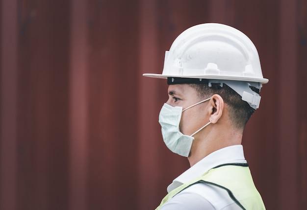 Ingenieurs dragen maskers, coronavirus of covid kunnen zich gemakkelijk verspreiden zonder masker. in quarantaine geplaatste gemaskerde werknemers beschermen de verspreiding van virussen. Premium Foto