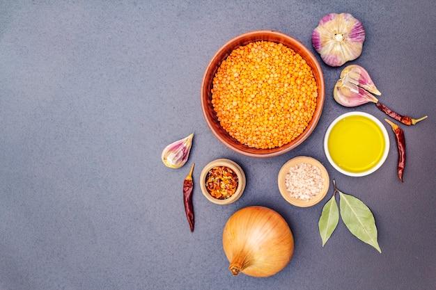 Ingrediënten voor indiase dhal pittige curry Premium Foto
