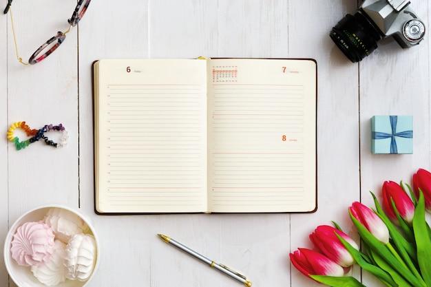 Inspiratie voor meisje dat als schrijver werkt Premium Foto