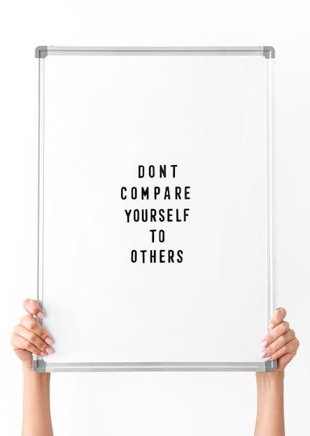 Inspirerende quote aan boord van dichtbij Gratis Foto