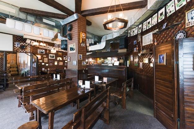 Interieur van gezellige pub Gratis Foto