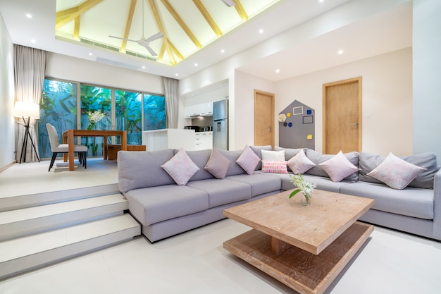 Interieurontwerp in woonkamer met open keuken Premium Foto