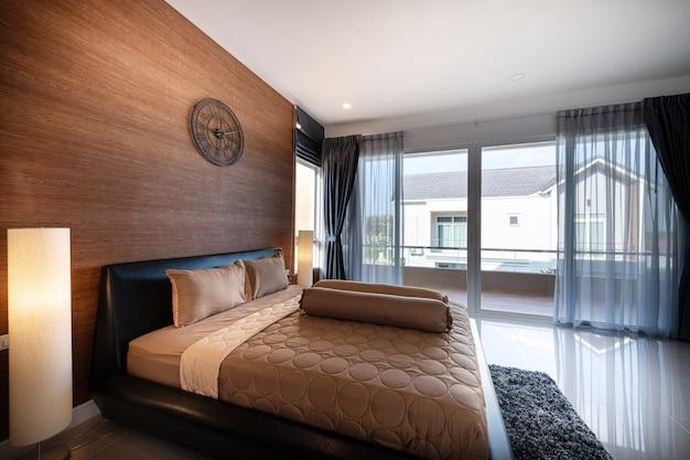 Interior design moderne slaapkamer van een nieuw huis Premium Foto