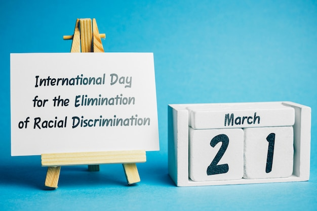 Internationale dag voor de uitbanning van rassendiscriminatie van de lentemaandkalender maart. Premium Foto