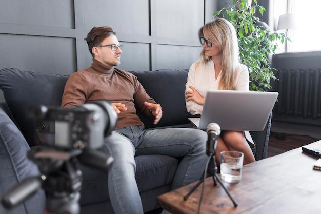 Interview met journalistiek gefilmd Gratis Foto