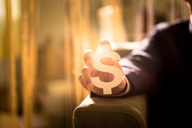 Investeer in onroerend goed voor de toekomst, familie en onderwijs, krediet en bankieren, kopieer ruimte. Premium Foto