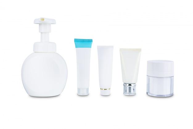 Inzameling van de plastic fles van de schoonheids kosmetische hygiëne containers die op witte achtergrond wordt geïsoleerd Premium Foto