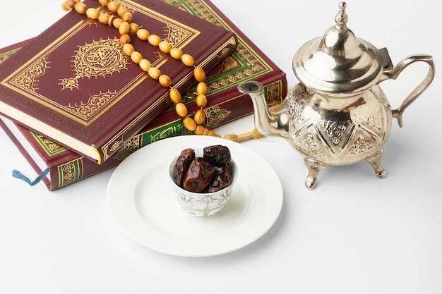 Islamitisch nieuwjaar koranboek met data Gratis Foto