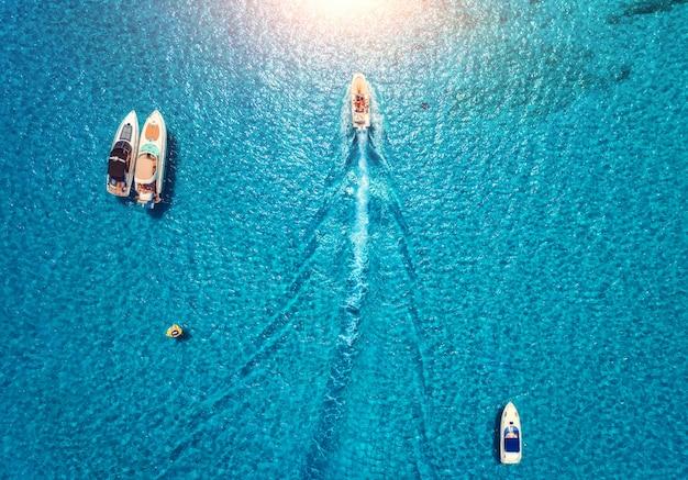 Jachten aan zee Premium Foto
