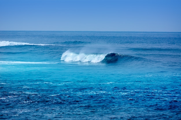 Jandia surf strand golven in fuerteventura Premium Foto