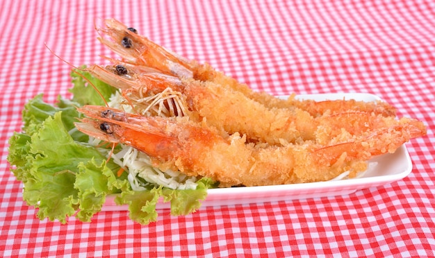 Japans eten - gefrituurde tempura garnalen Premium Foto