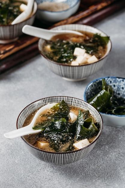 Japans eten met hoge hoek in kommenregeling Gratis Foto