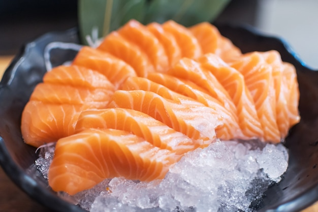 Japanse sashimi zalm vismeel. zeevruchten gezond biologisch Premium Foto
