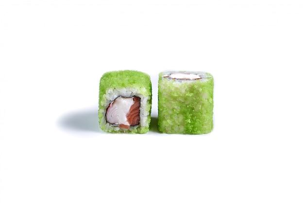 Japanse sushi rollen geïsoleerd op wit Premium Foto