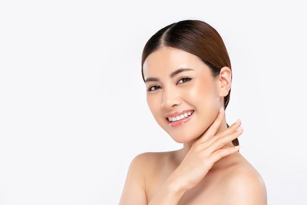 Jeugdig stralend vrij aziatisch vrouwengezicht voor schoonheidsconcept Premium Foto