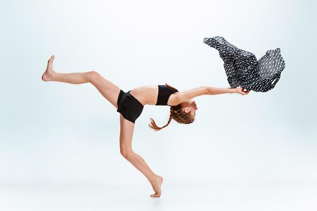 Jong meisje pauze dansen Gratis Foto