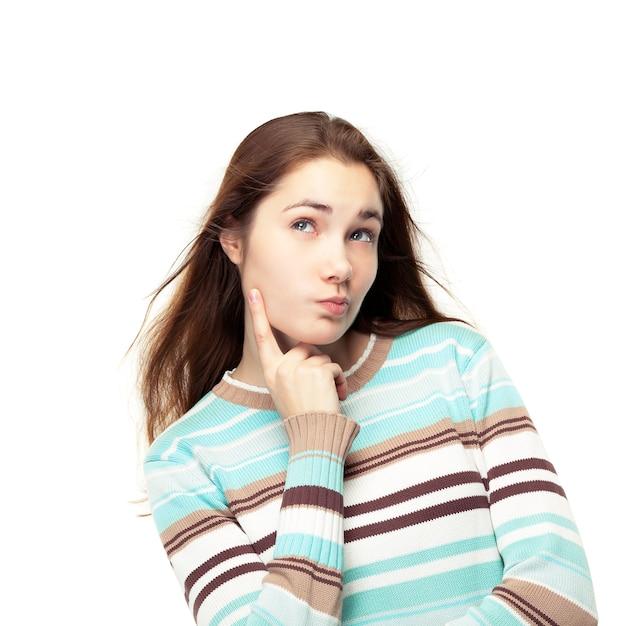 Jong mooi meisje denken Premium Foto