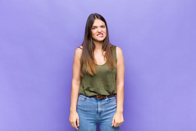 Jong mooi vrouwenportret Premium Foto