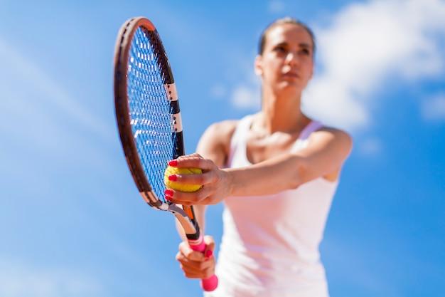 Jong vrouwenspel Premium Foto