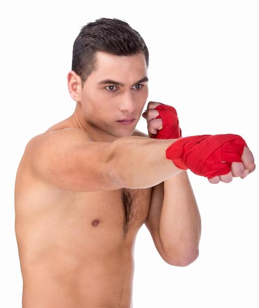 Jonge blanke man bokser met rode bokshandschoenen. Premium Foto