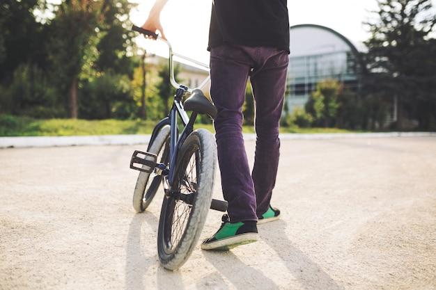 Jonge bmx-fietser Gratis Foto