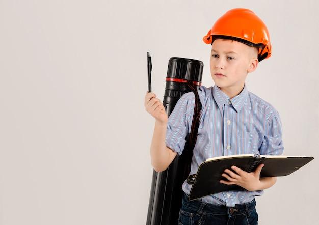 Jonge bouwvakker denken Gratis Foto