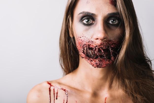 Jonge dame met griezelige make-up Gratis Foto