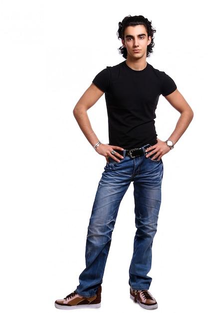 Jonge en aantrekkelijke latino man Gratis Foto