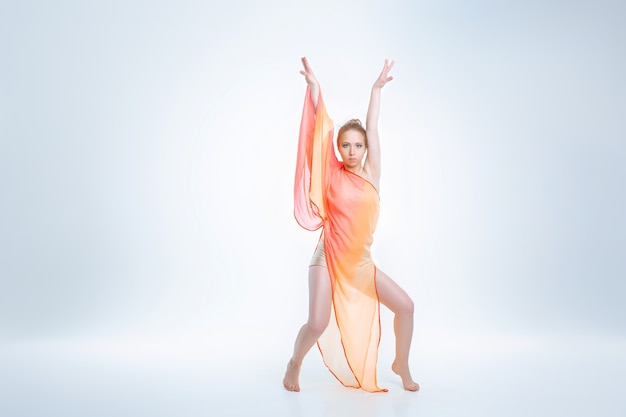 Jonge en mooie balletdanser Premium Foto