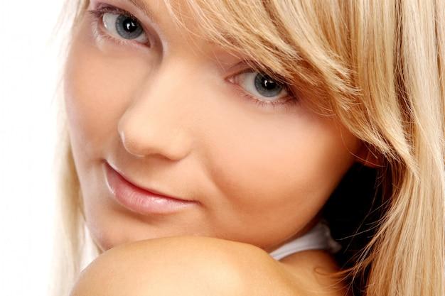 Jonge en mooie vrouw op wit Gratis Foto