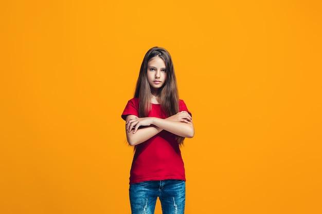 Jonge ernstige doordachte tienermeisje. twijfel concept. Gratis Foto