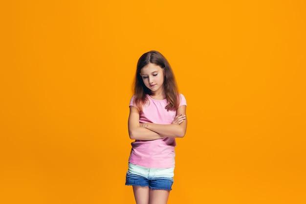 Jonge ernstige doordachte tienermeisje Gratis Foto